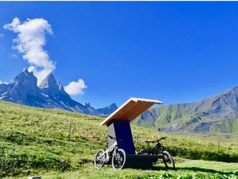 Cabanavélo station de recharge solaire pour VTTAE montagne et sites touristiques